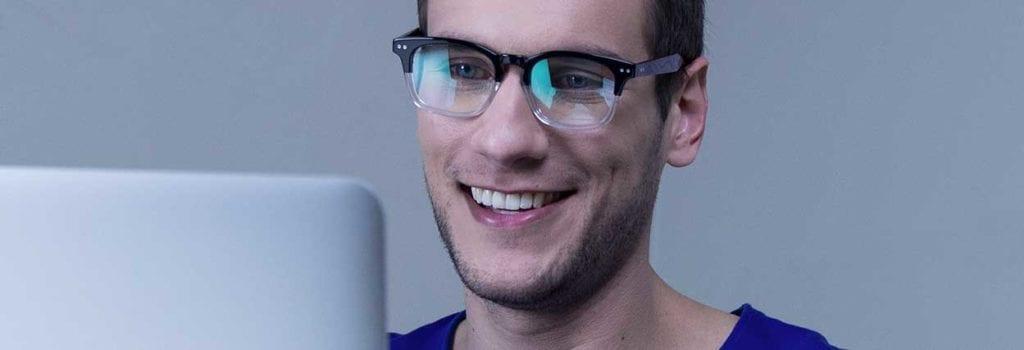 lentes com antirreflexo, antirrisco e proteção UV