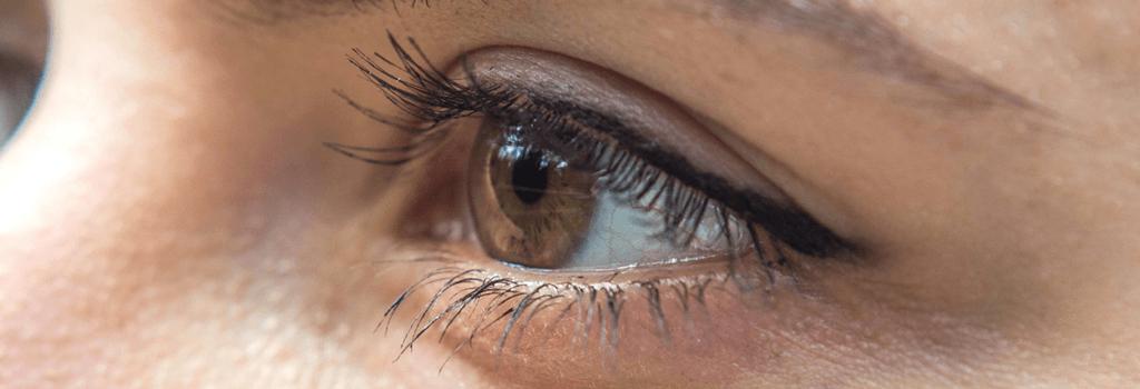 Você sente tremor nos olhos? Entenda os motivos