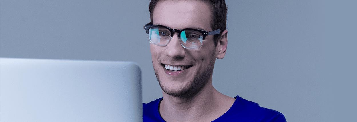 b6edcd738 Veja como usar o computador sem prejudicar os olhos | Lenscope