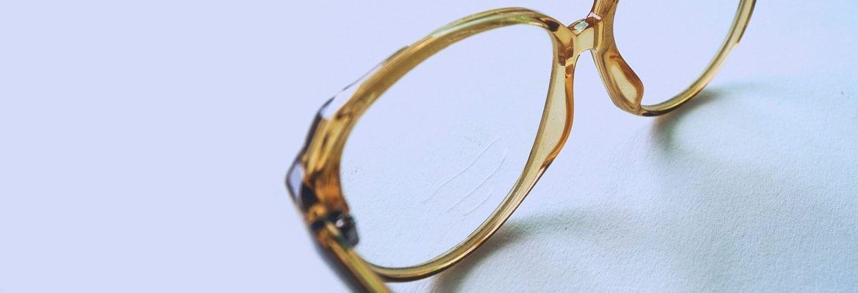 Como tirar arranhões de óculos de grau?