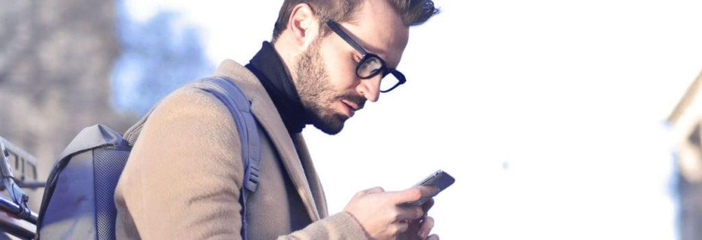Ficar muito tempo no celular prejudica a visão
