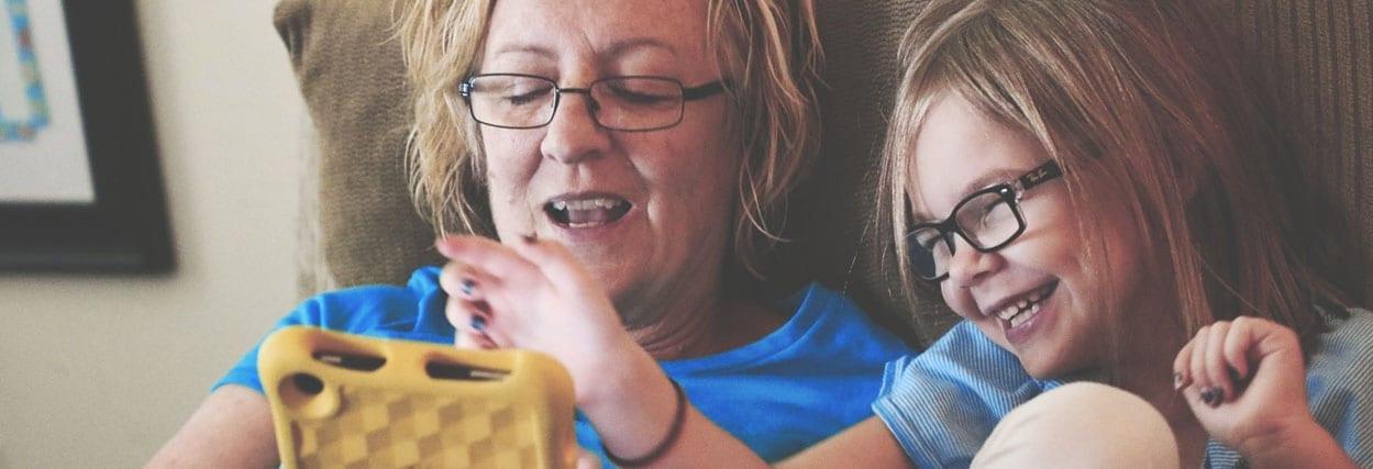 Óculos para idosos: saiba os cuidados na adaptação da troca de lentes