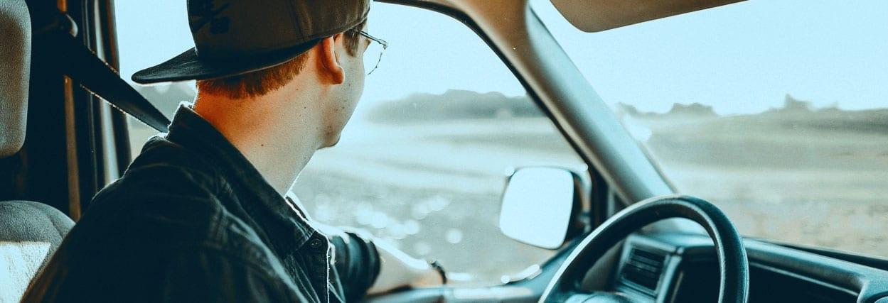 Óculos para dirigir: saiba como escolher e os preços disponíveis