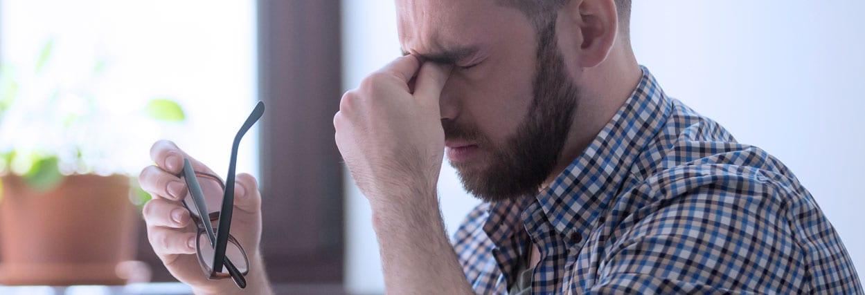 Os perigos de coçar o olho (coceira nos olhos)