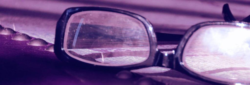Lente de óculos manchada