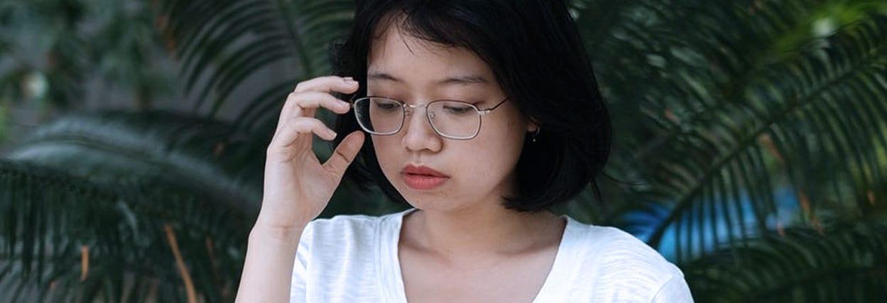 5 sintomas mais comuns na hora de usar óculos novo