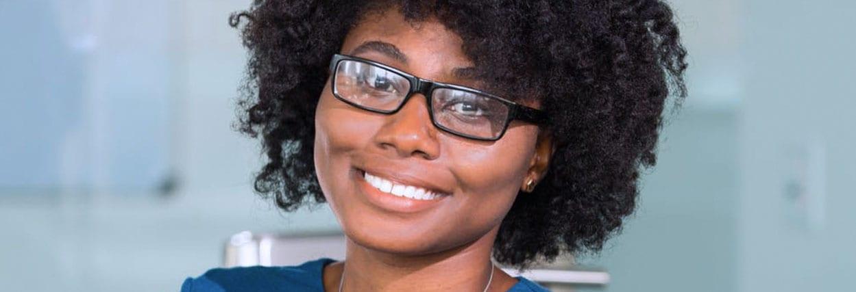 15 modelos de óculos para rosto redondo – contamos o que ninguém conta!
