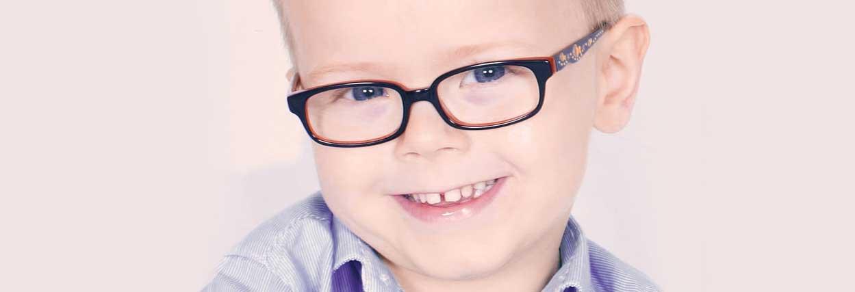 Hipermetropia infantil: sintomas, causas e tratamentos