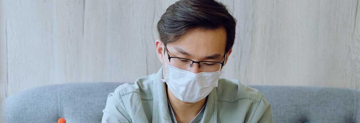 Aprenda a limpar as lentes do óculos corretamente para evitar contaminação do coronavírus