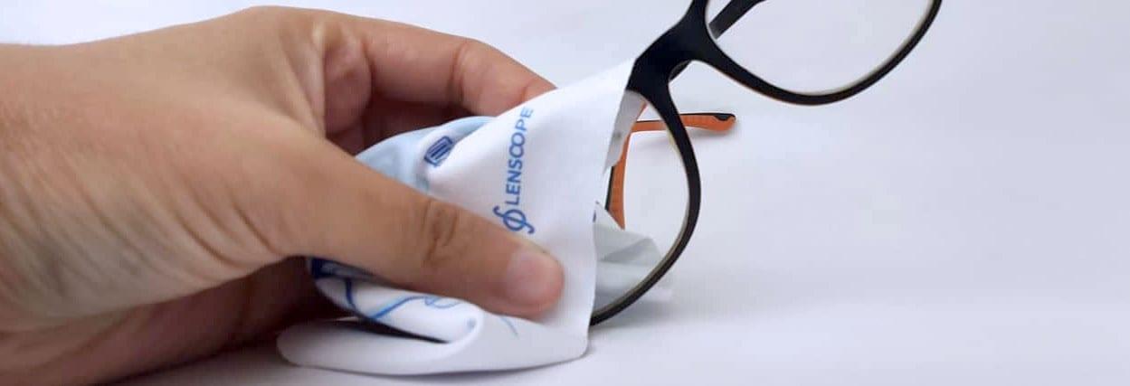 Óculos embaçado: como evitar e limpar suas lentes sem causar danos