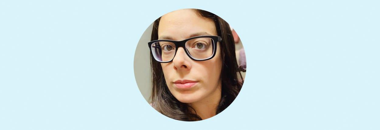 O novo óculos da Bruna de -10,50 graus de miopia com as Lentes Tokai 1.76