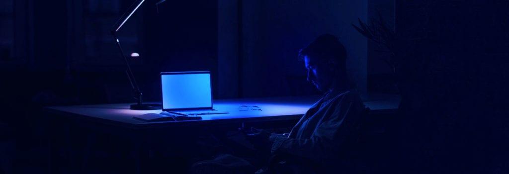 luz azul computador