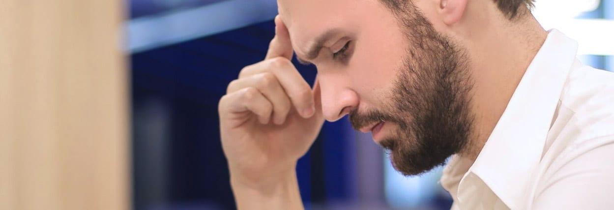 Problema de visão causa dor de cabeça: saiba como tratar