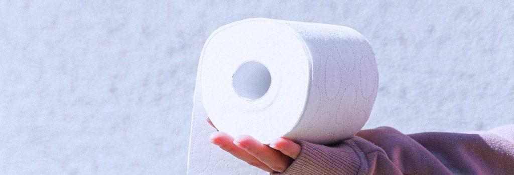 limpar óculos com papel higiênico