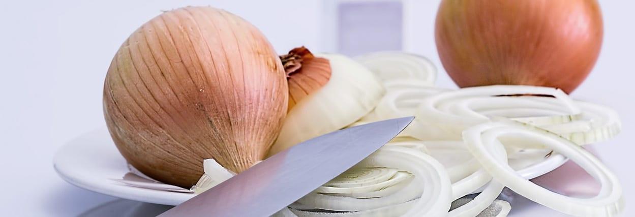Como descascar cebola e não chorar usando lentes de contato?