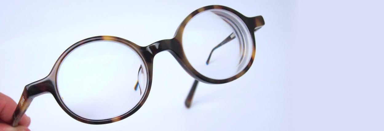 Óculos de -15 graus de miopia. Conheça a Maristela!