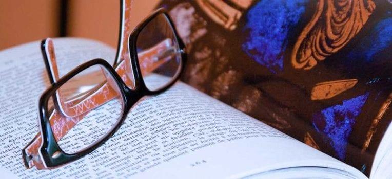 usar óculos piora a visão