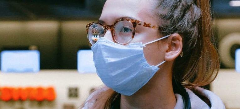 máscara para quem usa óculos