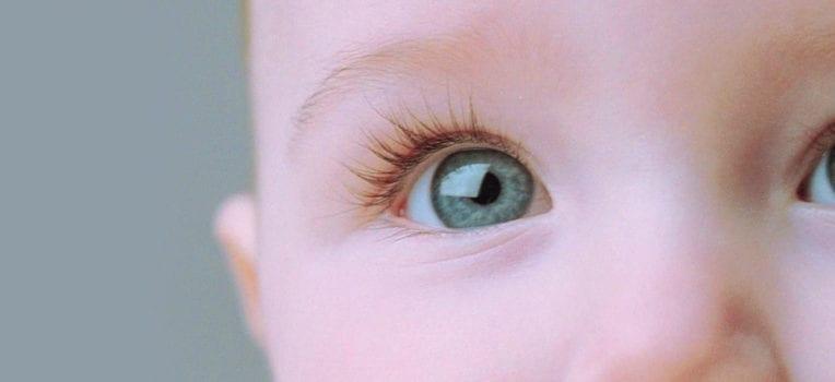 cor dos olhos do bebe