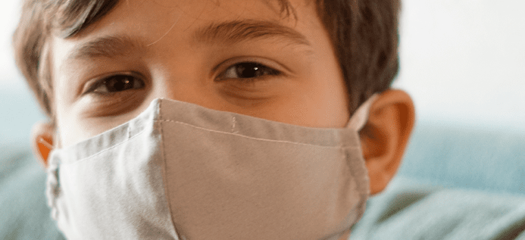 máscara infantil